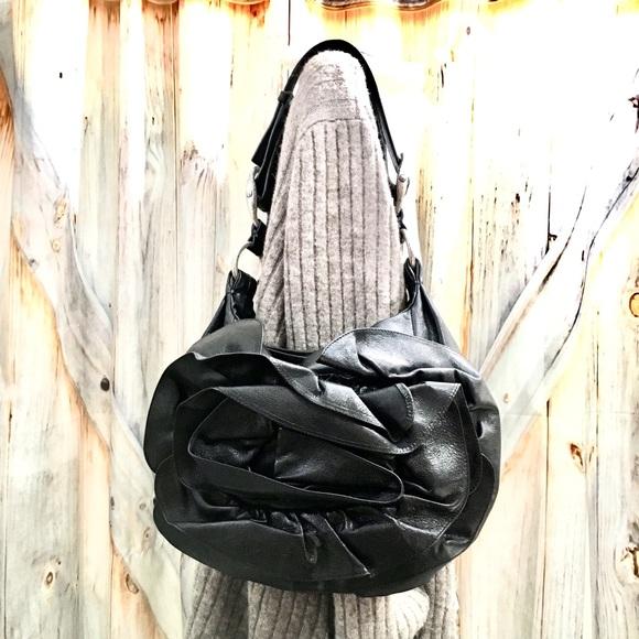 f7f779279e26 Auth Yves Saint Laurent Floral Leather Purse! 😍. M 5c3e4c502e14782bf46a8c46